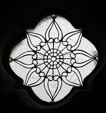 small quatrefoil clear textured glass window